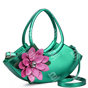 2020 New Stereoscopic Flower Half Moon Shoulder Handbag OEM Italian Woman Bag